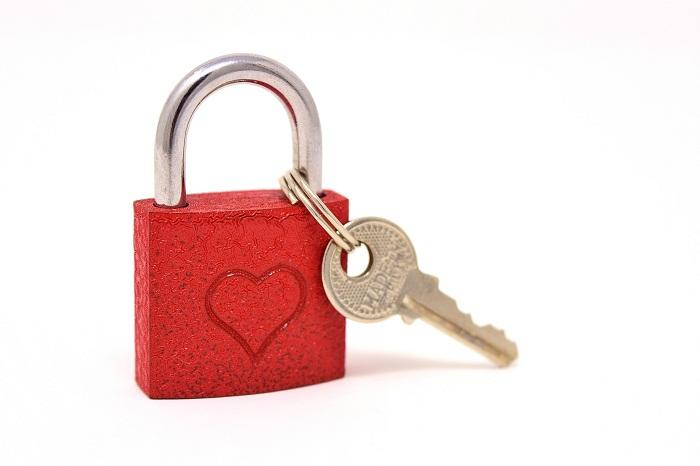 Kvalitné bezpečnostné dvere s kľúčom